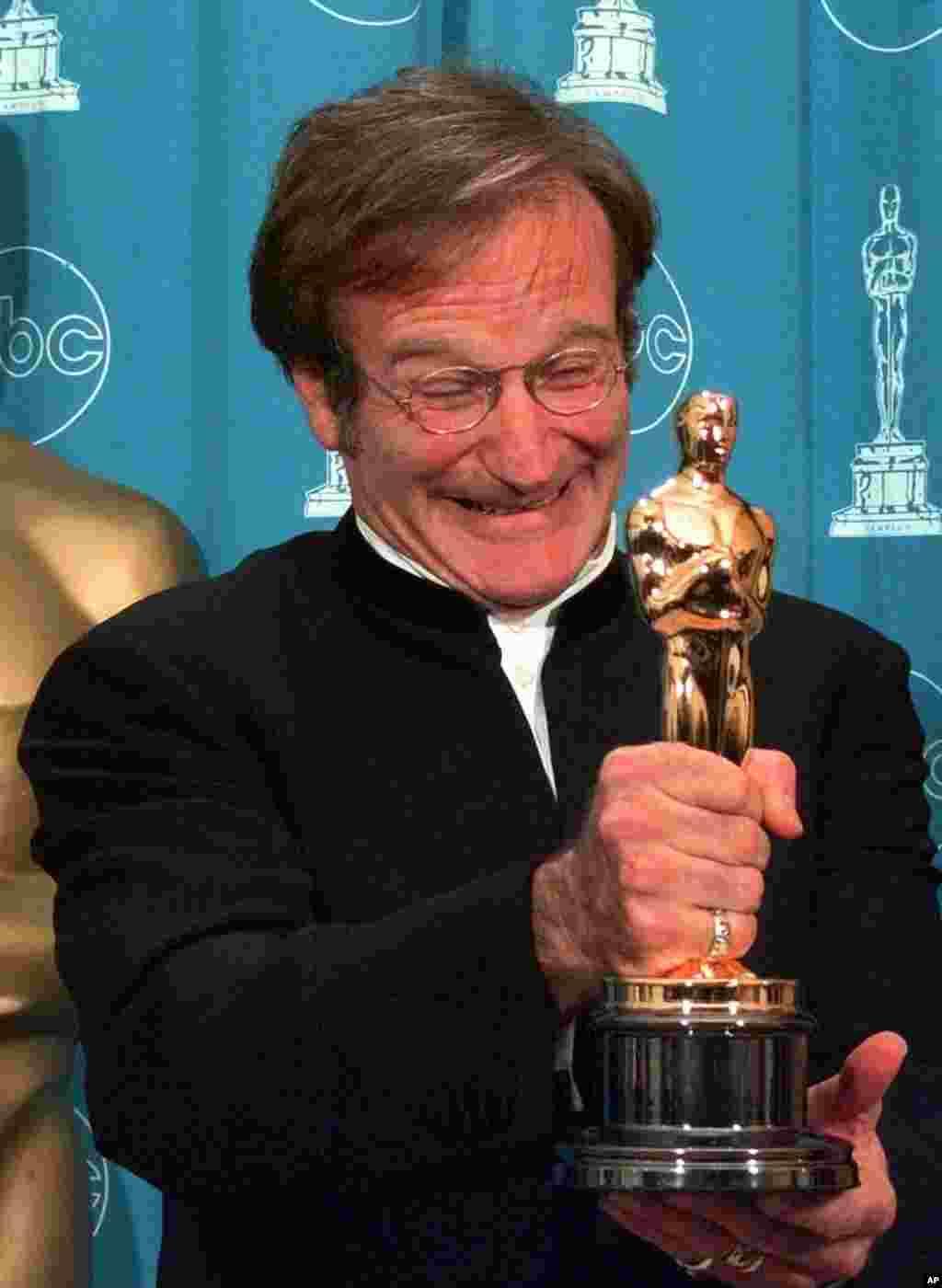 """Robin Williams ganó su primer Oscar en 1998 por su trabajo en la cinta """"Good Will Hunting""""."""