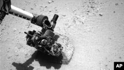 지난달 22일 미국의 화성 탐사선 큐리어시티가 촬영한 화성 표면 사진.