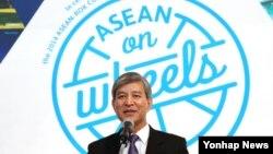 한-아세안 특별정상회의를 앞두고 3일 서울 프레스센터에서 열린 '아세안 로드쇼(ASEAN on Wheels)' 출정식에서 정해문 한-아세안센터 사무총장이 인사말을 하고 있다.