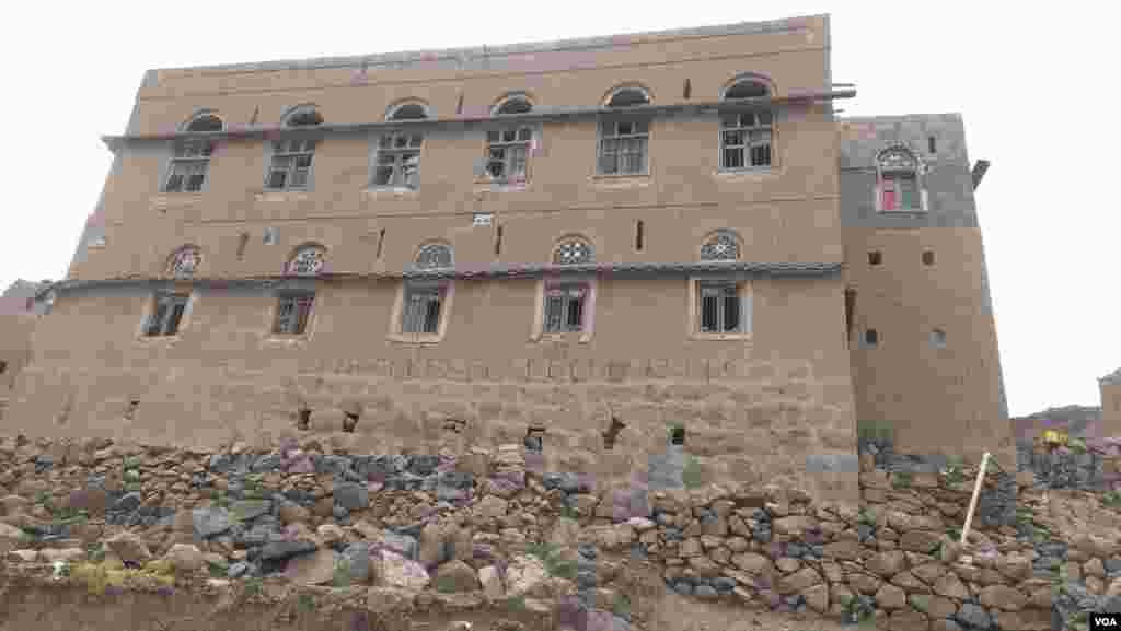 About twenty houses in the Hajar Aukaish, Yemen, were at least partially damaged by airstrikes that academics say have killed hundreds of civilians since the bombing began in March, photo taken April, 2015. (VOA/A. Mojalli)