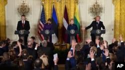 Спільна прес-конференція президента США Дональда Трампа та президентів країн Балтії