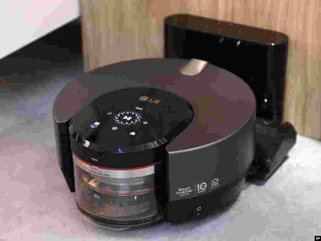 رونمایی از تمیزکننده و جاروبرقی رباتی شرکت ال جی در نمایشگاه کالاهای الکترونیکی لاس وگاس