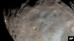 مریخ کا چاند جسے 'فوبوز' کا نام دیا گیا ہے۔