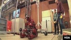 美國卡內基梅倫大學正在設計先進的機器人,能完成單調、肮髒和危險的工作。