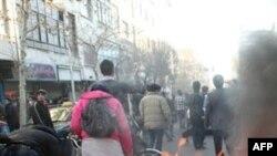 İran'da Muhalefet Göstericilerine Polis Engeli