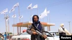 Talibanski borac ispred grada Gaznija