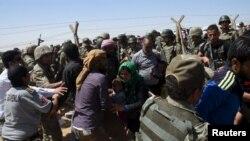 پناهجویان سوریه وارد مرز ترکیه می شوند