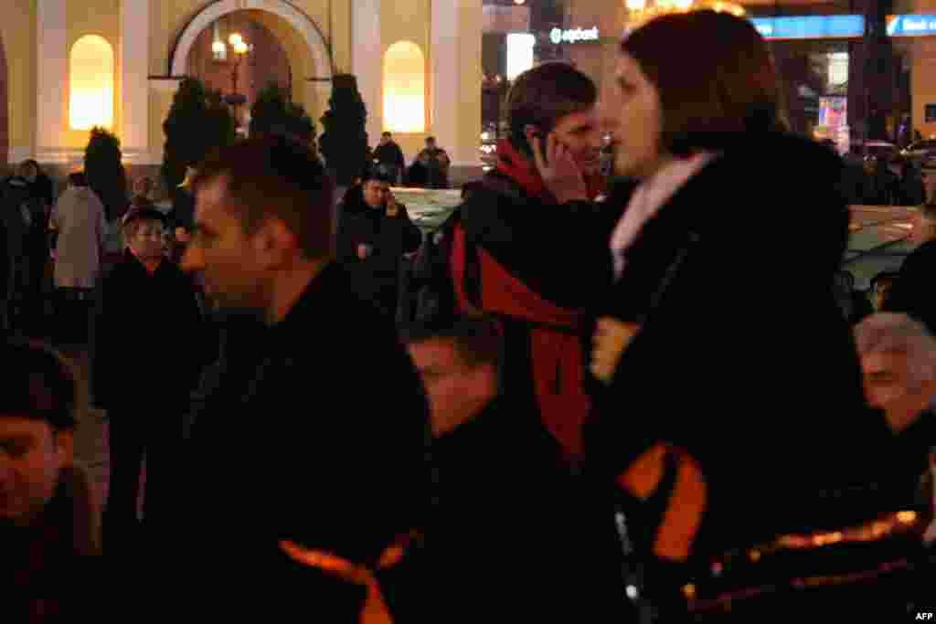 Позабытая за последние семь лет оранжевая ленточка на одежде, как символ сторонников Виктора Ющенко