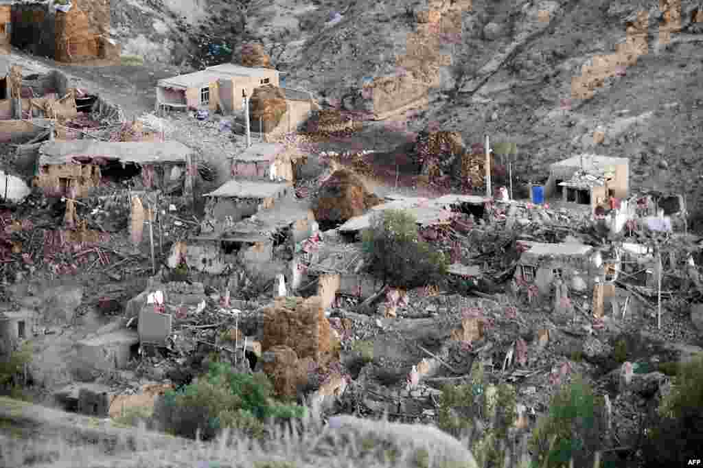 A general view shows the destruction in Ishikhli village, near the town of Varzaqan after twin earthquakes hit northwestern Iran, August 12, 2012.