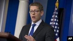 제이 카니 백악관 대변인이 24일 정례브리핑에서 스노든 관련 사안에 대해 발언하고 있다.