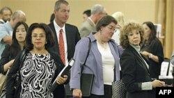 Những người tìm việc xếp hàng chờ phỏng vấn trong 1 hội chợ việc làm ở San Mateo, California, tháng 9/2011