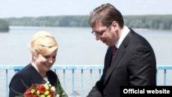 Predsednica Hrvatske Kolinda Grabar-Kitarović i Premijer Srbije Aleksandar Vučić prilikom susreta u Dalju, 20. juna 2016.
