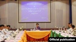 ျပည္ေထာင္စု ၿငိမ္းခ်မ္းေရးညီလာခံ ၂၁ ရာစုပင္လုံ အၾကိဳျပင္ဆင္ေရးေကာ္မတီ လုပ္ငန္းညိွႏိႈင္းအစည္းအေ၀း (Photo- Myanmar State Counsellor FB )