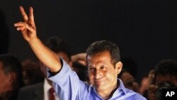 Presidential candidate Ollanta Humala gestures to supporters after the presidential runoff election in Lima, Peru, June 5, 2011.