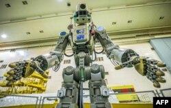 Robot humanoid Rusia, Skybot yang akan diuji coba untuk melakukan misi di stasiun antariksa (ISS).