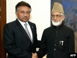 سید علی گیلانی کی پاکستان ہاؤس میں سابق پاکستانی فوجی صدر جنرل پرویز مشرف سے ملاقات۔