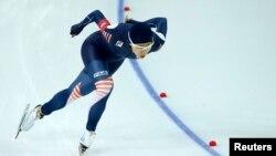 러시아 소치 동계올림픽에 출전한 한국 이상화 선수가 11일 여자 500m 스피드스케이팅 1차 레이스에서 역주하고 있다.
