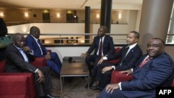 (De gauche à droite) Vital Kamerhe, Felix Tshisekedi, Adolphe Muzito, Moise Katumbi et Jean-Pierre Bemba, opposants congolais, avant une conférence de presse conjointe le 12 septembre 2018 à Bruxelles.