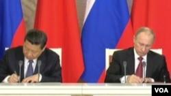 俄罗斯总统普京与中国国家主席习近平2013年3月举行会晤(资料照片美国之音视频截图)