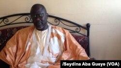 Ngagne Diagne, chroniqueur de lutte, Dakar, samedi 29 octobre 2017. (VOA/Seydina Aba Gueye)