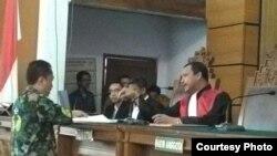 Hakim tunggal Kusno memimpin jalannya persidangan pra peradilan Seta Novanto di Pengadilan Negeri, Jakarta Selatan. (Foto: VOA/Andylala)
