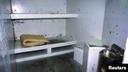 Sel isolasi di penjara di Crescent City, California, tempat anggota geng yang brutal.