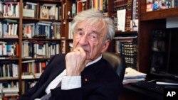 Ảnh tư liệu - Ông Elie Wiesel tại văn phòng ở New York, ngày 12 tháng 9 năm 2012.