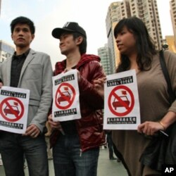 鍾家豪(右二)擔心自駕遊對香港壓力太大