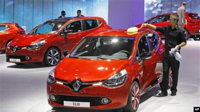 Xe của hãng Renault tại một cuộc Triển lãm ôtô ở Paris.