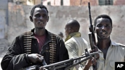 Somalia government policemen guard a street in southern Mogadishu during a raid in which 60 people suspected of creating violence in the capital were arrested (File)