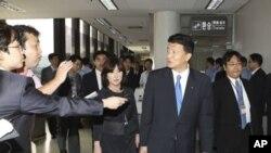 日本在野的自民党三名成员8月1日抵达首尔金浦机场被阻止入境