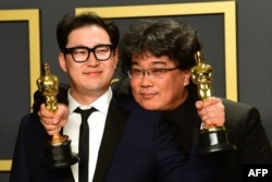 La cinta de Bong Joon Ho es una sátira sobre la lucha de clases tan divertida como desconcertante.