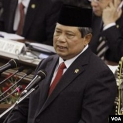"""Aksi """"Pasar Lupa"""" di gelar dalam rangka setahun pemerintahan SBY tahap II."""