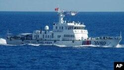 일본 해안경비대는 6일 중국 해안경비선이 동중국해 영유권 분쟁 열도 주변 해상을 항해하는 사진을 공개했다.
