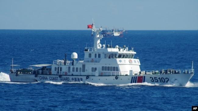 Tư liệu: Ảnh do Lực lượng Tuần duyên Nhật công bố, chụp tàu tuần duyên Trung Quốc tiến vào vùng biển gần quần đảo đang tranh chấp giữa hai nước ở biển Hoa Đông. Ảnh chụp ngày 6/8/2016. (11th Regional Coast Guard Headquarters via AP)
