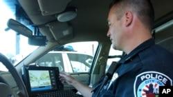 El Departamento de Policía de Los Angeles equipó a varios de sus agentes con cámaras que funcionan al interactuar con otras personas.
