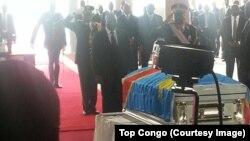 Le président congolais Joseph Kabila a décoré à titre posthume Papa Wemba dans la ville de Kinshasa en RDC.