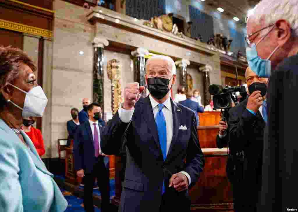 U.S. President Joe Biden kiwa anaondoka baada ya kumaliza hotuba yake.
