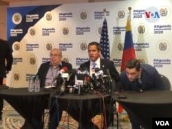 El presidente encargado de Venezuela, Juan Guaidó, atendió a una rueda de prensa en Miami, Florida.