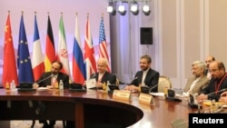 Các thành viên của phái đoàn Iran tại bàn đàm phán ở Almaty, Kazakhstan, ngày 26/2/2013.