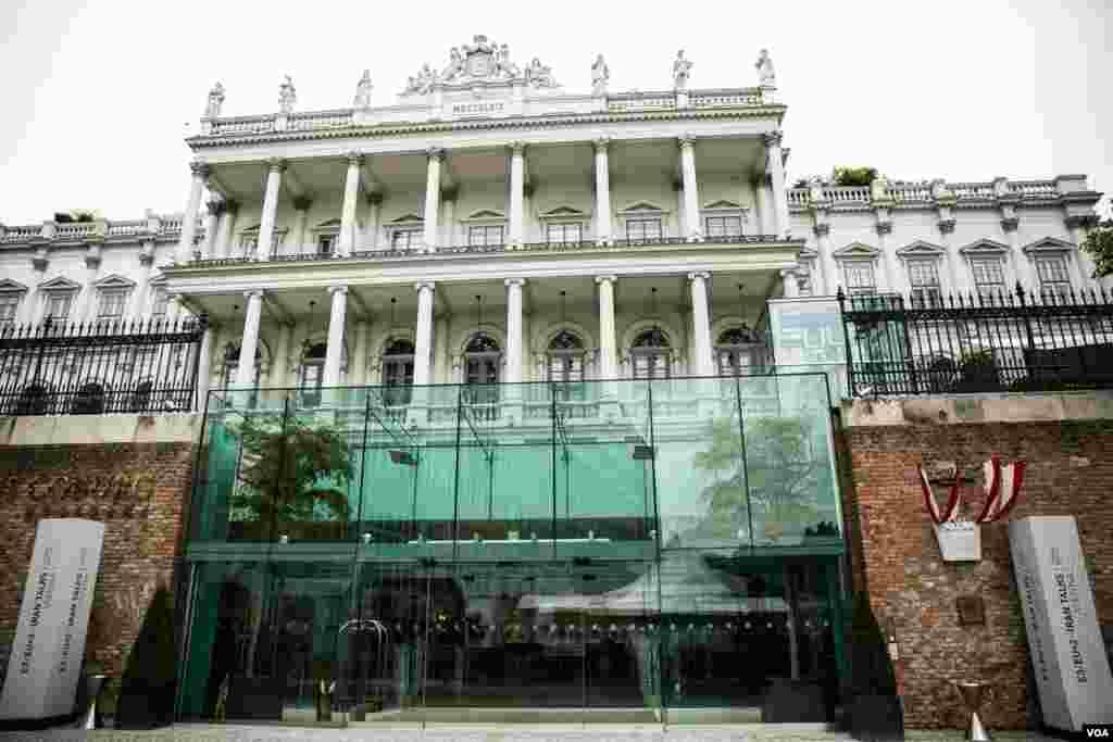 نمایی از ساختمان هتل کوبورگ، محل برگزاری مذاکرات اتمی ایران و گروه ۱+۵ در وین پایتخت اتریش