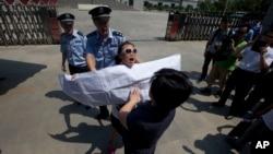 Người ủng hộ ông Bạc Hy Lai biểu tình