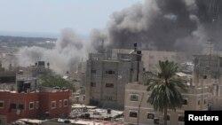14일 이스라엘 군이 가자지구 남부 라파 지역을 공습한 후 연기가 쏟고 있다.