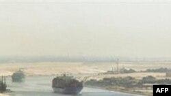 İran hərbi gəmiləri Misirin Suveyş kanalına daxil olub
