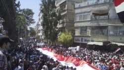 رویترز - صحنهای از تظاهرات مردم علیه بشار اسد در سوریه