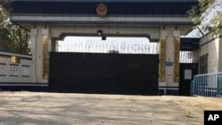 中国新疆库尔勒地区一个监狱的入口,当地人说这个监狱用于所谓再教育的政治灌输计划。(2017年11月2日)。