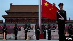 中國北京天安門廣場的五星紅旗(資料照片)