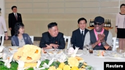 美國前籃球巨星洛文3月1 日在朝鮮﹐與朝鮮領導人金正恩見面。