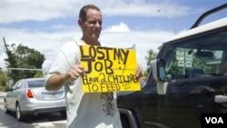 La tasa de desempleo sigue siendo alta en todo el país.