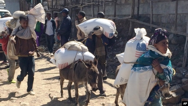 FILE - Families begin their journey home from the Estayesh Food Distribution Site in Ethiopia, Dec. 14, 2015.